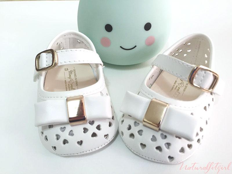 zapatos de bebe y pera verde menta