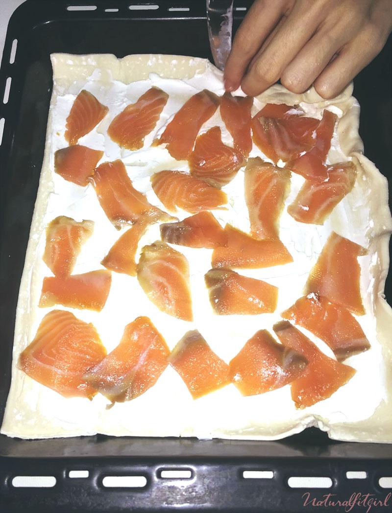 doblar bordes de la tosta de salmón