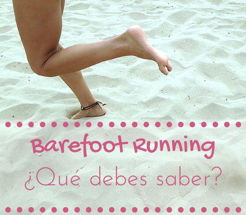 chica practicando barefoot running