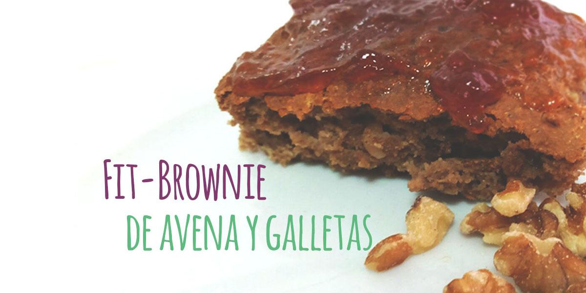 fit brownie sobre fondo blanco y letras