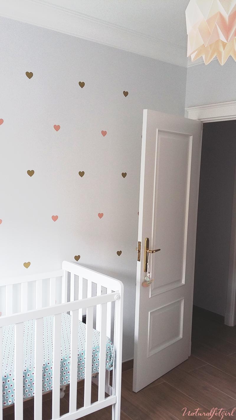 Dormitorio Marcela, vinilo de corazones